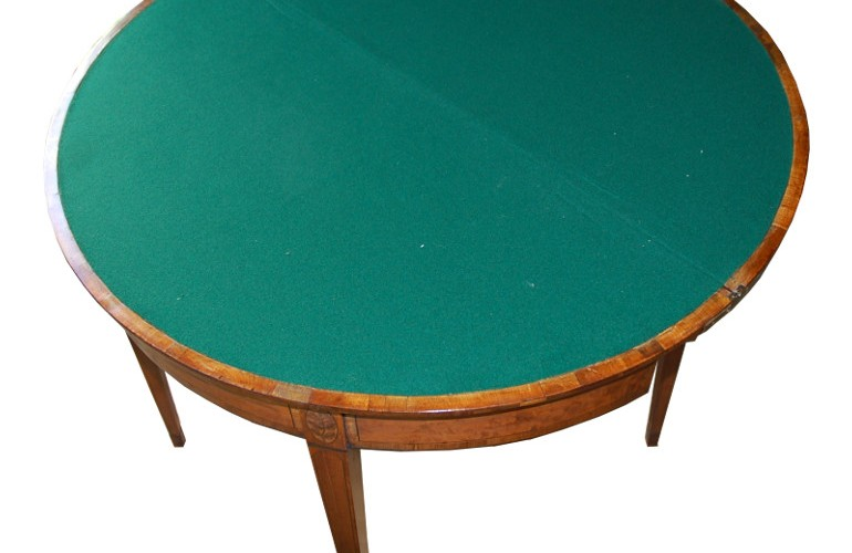 The finished table with new high quality baize.